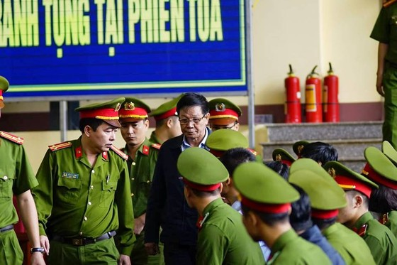 """Bắt đầu xét xử ông Phan Văn Vĩnh và đồng phạm trong """"đại án"""" đánh bạc hàng ngàn tỷ ảnh 3"""