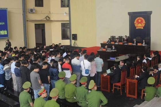 """Bắt đầu xét xử ông Phan Văn Vĩnh và đồng phạm trong """"đại án"""" đánh bạc hàng ngàn tỷ ảnh 9"""