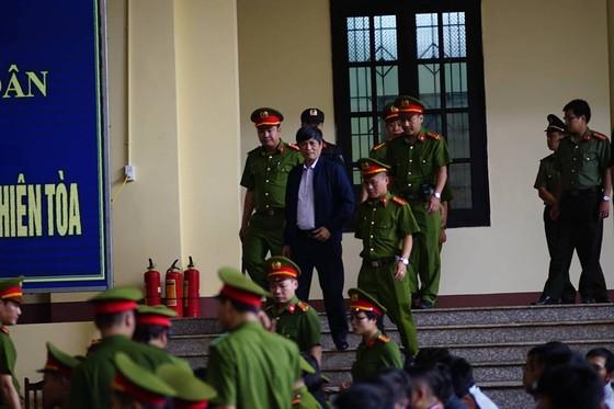 """Bắt đầu xét xử ông Phan Văn Vĩnh và đồng phạm trong """"đại án"""" đánh bạc hàng ngàn tỷ ảnh 4"""