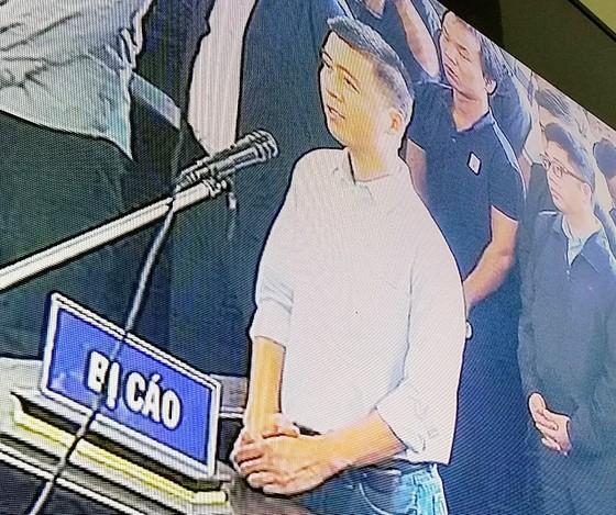 """Bắt đầu xét xử ông Phan Văn Vĩnh và đồng phạm trong """"đại án"""" đánh bạc hàng ngàn tỷ ảnh 6"""