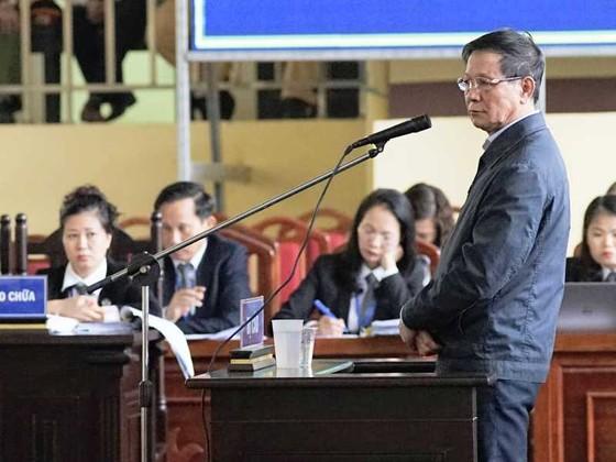 Ông Phan Văn Vĩnh bật khóc khi thân phận là bị cáo ảnh 2