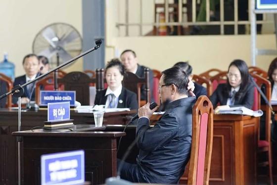 Ông Phan Văn Vĩnh bật khóc khi thân phận là bị cáo ảnh 1