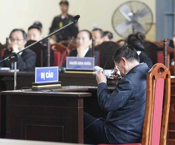 Ông Phan Văn Vĩnh bật khóc khi thân phận là bị cáo ảnh 3