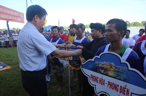 Một xã ẵm cả 2 HCV tại Giải đua ghe trên sông Hương ảnh 3