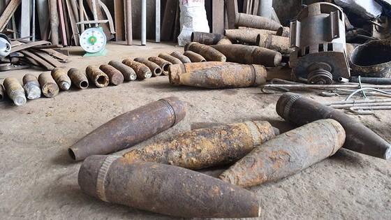 Phát hiện nhiều vỏ đạn pháo tại cơ sở mua bán phế liệu ảnh 1