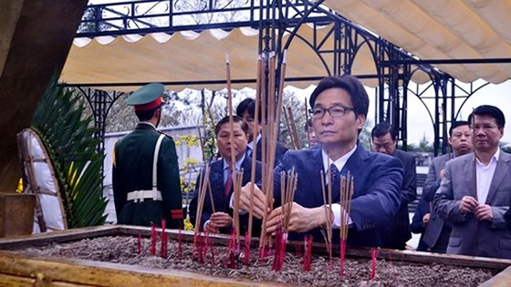 Phó Thủ tướng Vũ Đức Đam thăm các thầy thuốc ở miền núi tỉnh Quảng Trị ảnh 4