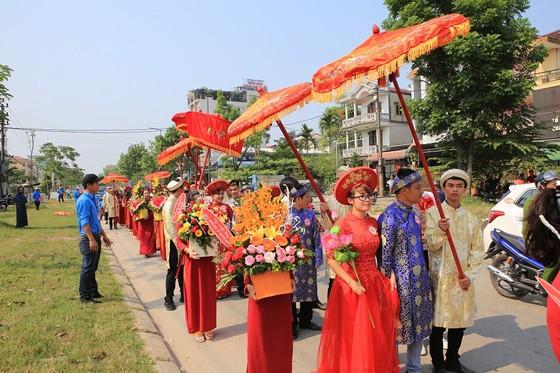 12 cặp đôi dâng hoa Bác Hồ trước lễ cưới tập thể ảnh 8