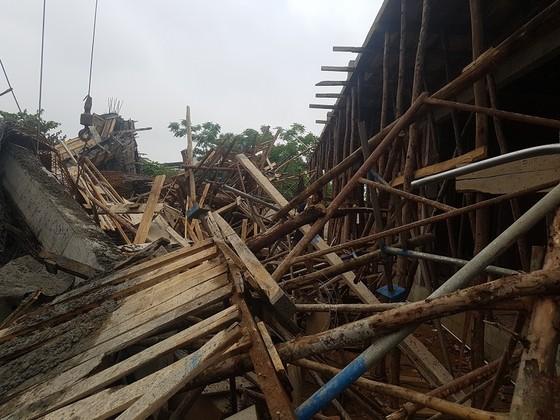 Sập giàn giáo thi công cây xăng dầu tại Huế khiến nhiều người bị thương ảnh 6
