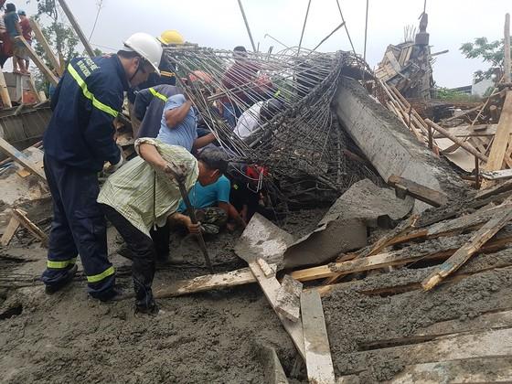 Sập giàn giáo thi công cây xăng dầu tại Huế khiến nhiều người bị thương ảnh 3