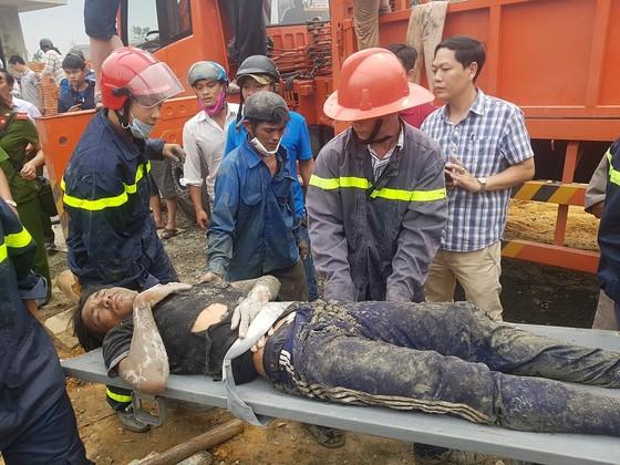Sập giàn giáo thi công cây xăng dầu tại Huế khiến nhiều người bị thương ảnh 4