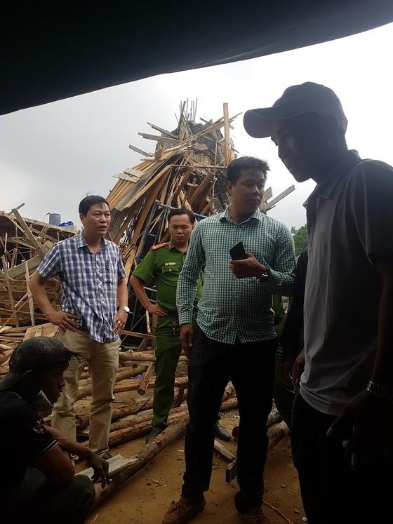 Sập giàn giáo thi công cây xăng dầu tại Huế khiến nhiều người bị thương ảnh 1