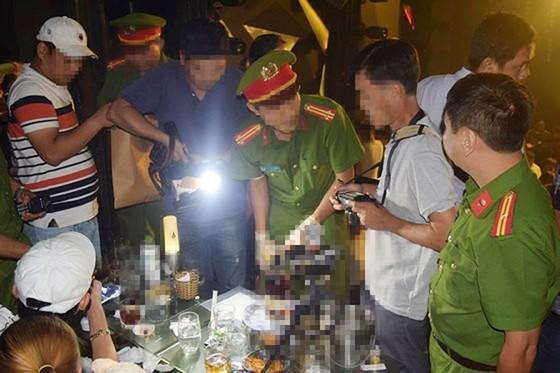 Kiểm tra bar ASTA tại Huế, phát hiện lượng lớn ma túy tổng hợp, bắt giữ hàng chục đối tượng  ảnh 4
