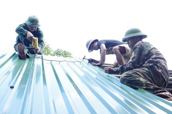 Nắng nóng trên 40°C, sinh hoạt người dân miền Trung đảo lộn ảnh 11