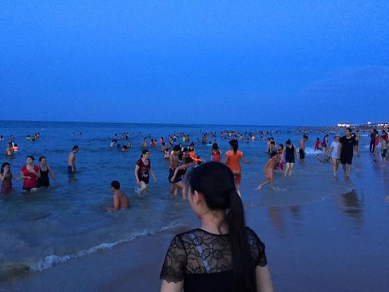 Nắng nóng trên 40°C, sinh hoạt người dân miền Trung đảo lộn ảnh 2