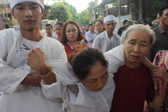 Tiễn đưa các nạn nhân vụ tai nạn giao thông tại Quảng Nam về nơi an nghỉ ảnh 5