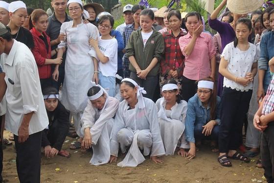 Tiễn đưa các nạn nhân vụ tai nạn giao thông tại Quảng Nam về nơi an nghỉ ảnh 9