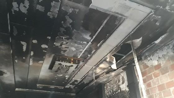 Cảnh sát PCCC cứu 5 người dân trong đám cháy lúc rạng sáng tại Huế ảnh 3