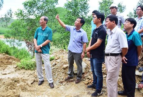 Khẩn cấp khắc phục sạt lở đất đường đi thủy điện Hương Điền ảnh 2