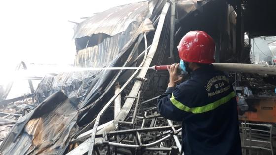 Cháy nổ lớn tại phân xưởng đan ở Huế ảnh 2