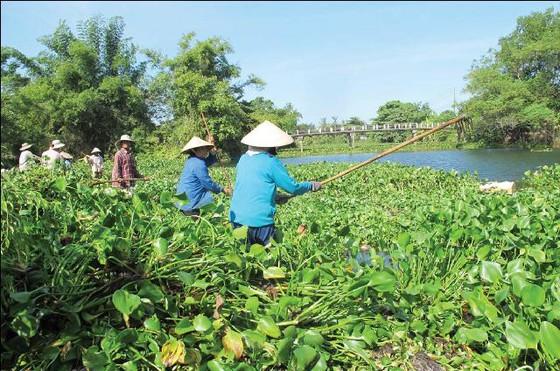 Chủ tịch UBND tỉnh Thừa Thiên - Huế về tận khu tái định cư gỡ khó cho người dân ảnh 1