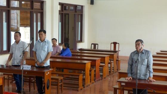 2 nguyên phó công an xã lãnh án tù vì giả mạo giấy tờ trong công tác ảnh 1