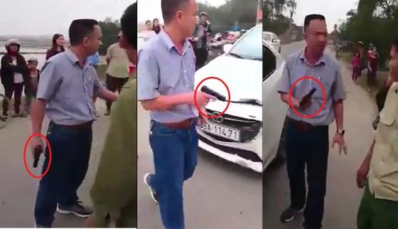 Vụ rút súng đe dọa bắn sau tai nạn giao thông ở Hà Tĩnh: Phạt tài xế 38 triệu đồng ảnh 1