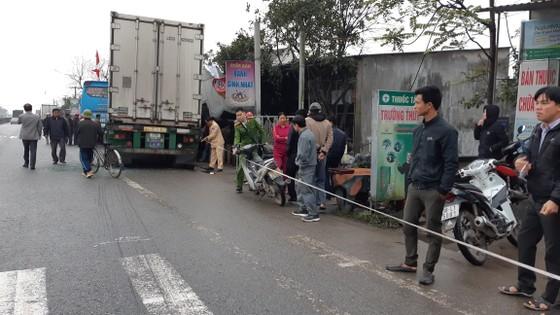 Va chạm giữa xe ô tô khách và xe container, ít nhất 3 người thương vong ảnh 4