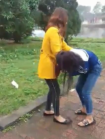 Xác định 2 đối tượng vây đánh một nữ sinh ở Hà Tĩnh ảnh 1