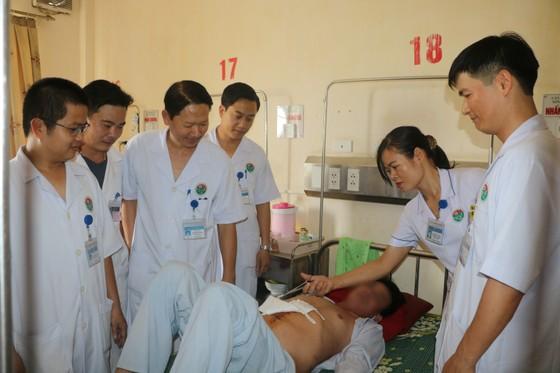 """Phẫu thuật lấy sỏi thận """"khủng"""" trên bệnh nhân bị thận móng ngựa hiếm gặp ảnh 3"""