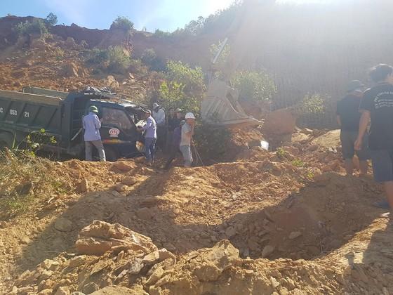 Sập mỏ, 2 xe tải bị vùi lấp cùng tài xế ảnh 4