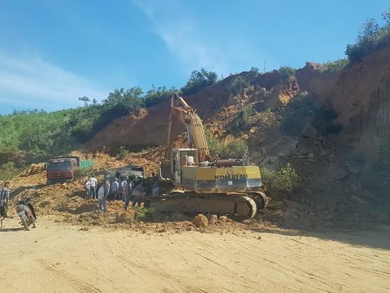 Sập mỏ, 2 xe tải bị vùi lấp cùng tài xế ảnh 13