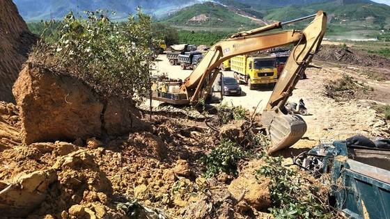 Sập mỏ, 2 xe tải bị vùi lấp cùng tài xế ảnh 6