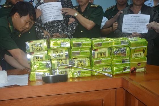 """CLIP NÓNG: Phá chuyên án """"khủng"""" bắt giữ 52 bánh heroin và 25kg ma túy đá ảnh 2"""