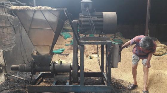 Cháy tại nhà xưởng sản xuất ép vỏ trấu nhiên liệu gây thiệt hại gần 1 tỷ đồng  ảnh 7