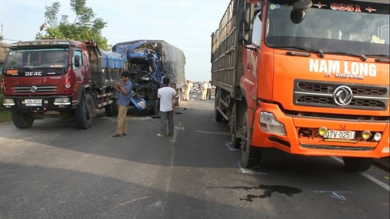 Tai nạn xe tải liên hoàn trên quốc lộ 1A, 2 người bị thương  ảnh 1