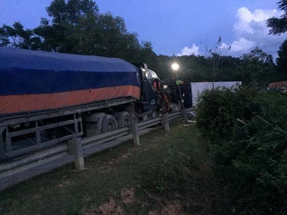 Hai xe tải đâm trực diện, 2 người chết, 1 người bị thương nặng ảnh 4