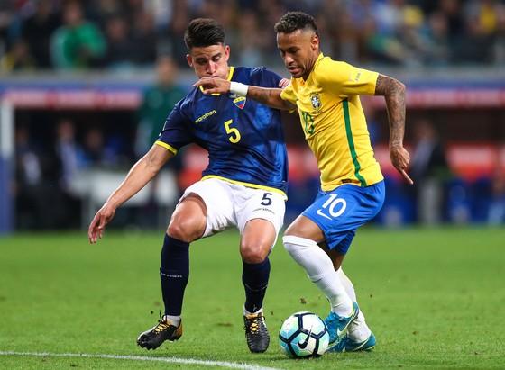 Neymar (phải) và đồng đội không thể giúp HLV Tite duy trì kết quả hoàn hảo.