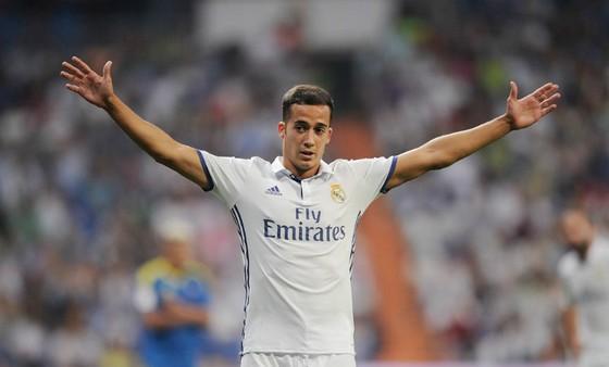 Vazquez bất bình với quyết định của trọng tài. Ảnh: Getty Images