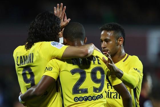 Edinson Cavani, Kylian Mbappe và Neymar (từ trái qua phải), hàng công trị giá gần 500 triệu EUR của Paris SG. Ảnh: Getty Images