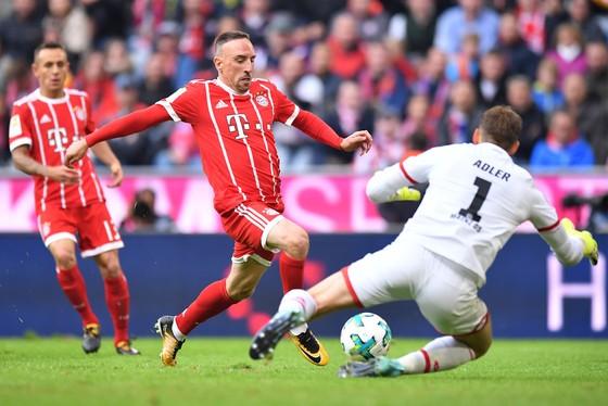 Bayern Munich (trái) hy vọng sẽ lặp lại màn trình diễn xuất sắc trước Mainz để đá bại Schalke. Ảnh: Getty Images