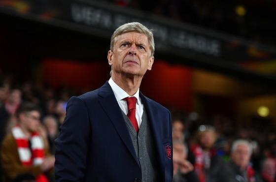 HLV Arsene Wenger liệu đã sớm đánh mất sự kiểm soát? Ảnh: Getty Images