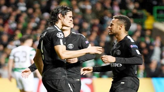 Cavani (trái) và Neymar liệu có dẹp bỏ hiềm khích cá nhân để đưa PSG giành chiến thắng trước Bayern? Ảnh: Getty Images.