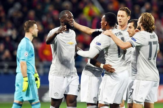 Romelu Lukaku (trái) tiếp tục năng lực ghi bàn tuyệt vời. Ảnh: Getty Images
