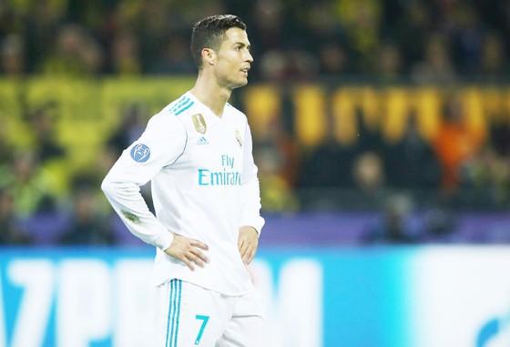 Ronaldo lại khó chịu với BLĐ Real. Ảnh: Getty Images