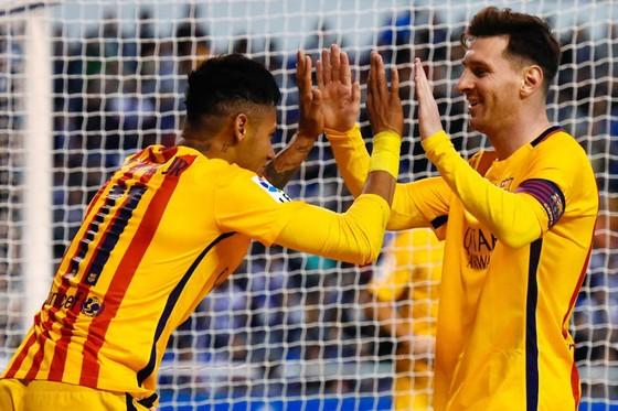 Neymar (trái) và Lionel Messi khi còn khoác chung màu áo của Barcelona. Ảnh: Getty Images