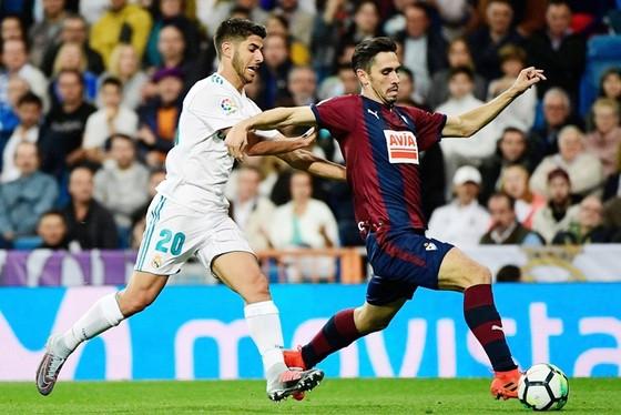 """Real Madrid - Eibar 3-0: Chiến thắng không """"chất"""" Ronaldo ảnh 1"""