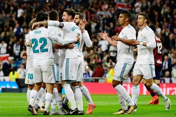 HLV Zidane rất chịu khó xoay tua cho Real. Ảnh: Getty Images