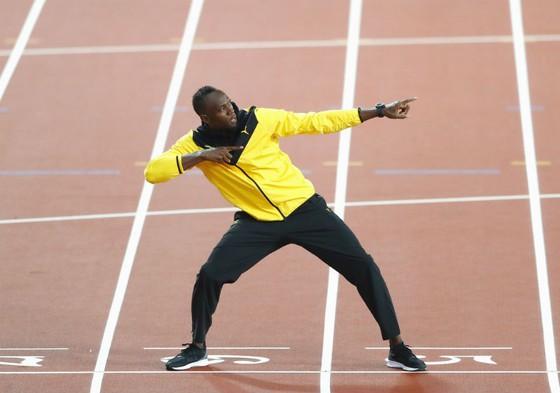 Usain Bolt trong ngày giã từ đường chạy tốc độ để chuẩn bị trở thành cầu thủ bóng đá? Ảnh: Getty Images