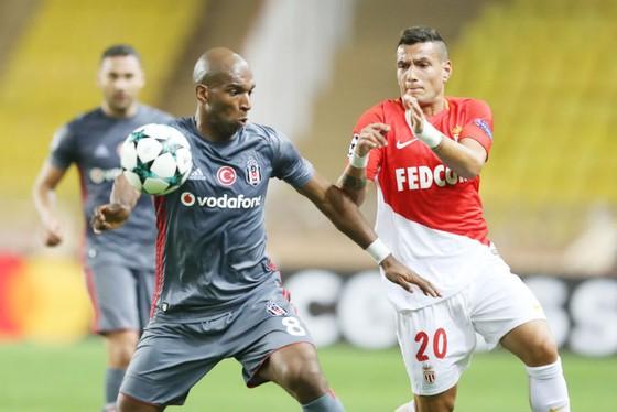 HLV Leonardo Jardim tin rằng AS Monaco (phải) vẫn còn cơ hội giành quyền vào chơi ở vòng 1/8 Champions League. Ảnh: Getty Images