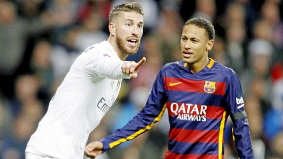 Ramos (trắng) muốn Real ký hợp đồng với Neymar. Ảnh Marca.